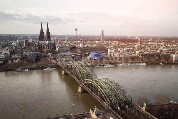 Vista Alemania gótico catedral acero puente Foto stock © artjazz