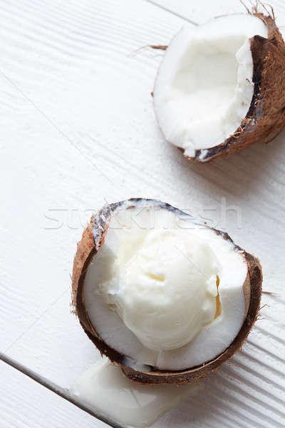Nucă de cocos îngheţată proaspăt bilă Imagine de stoc © artjazz