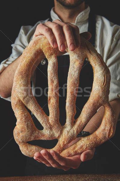 Padeiro pão mão escuro Foto stock © artjazz