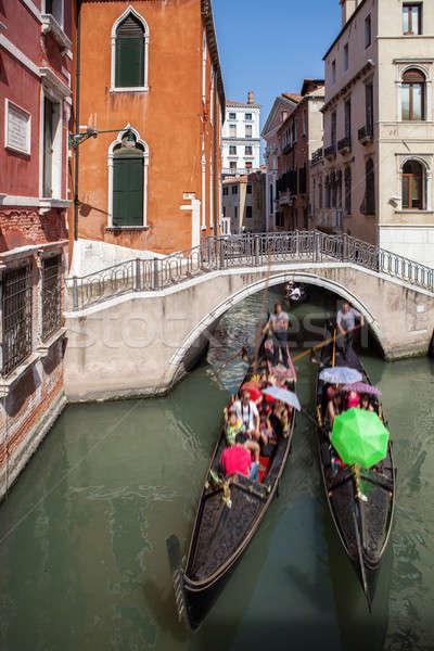 Gôndola pequeno canal velho histórico casas Foto stock © artjazz