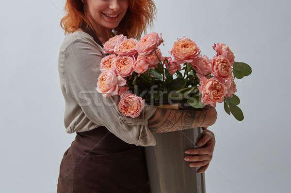 Uśmiechnięty dziewczyna brązowy fartuch tatuaż piękna Zdjęcia stock © artjazz