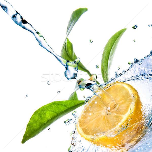 Stok fotoğraf: Su · damlası · limon · yeşil · yaprakları · yalıtılmış · damla