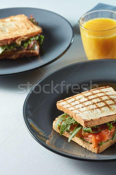 Törökország szalonna klub szendvics narancslé asztal étel Stock fotó © artjazz