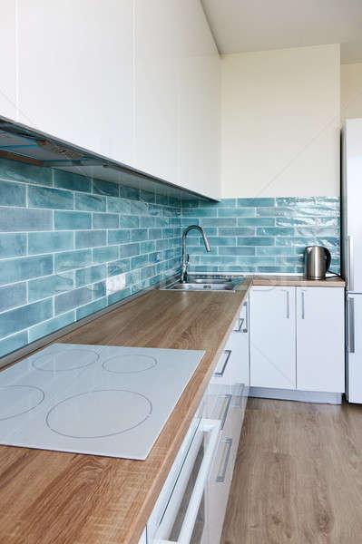 Hoek moderne witte Blauw keuken nieuwe Stockfoto © artjazz