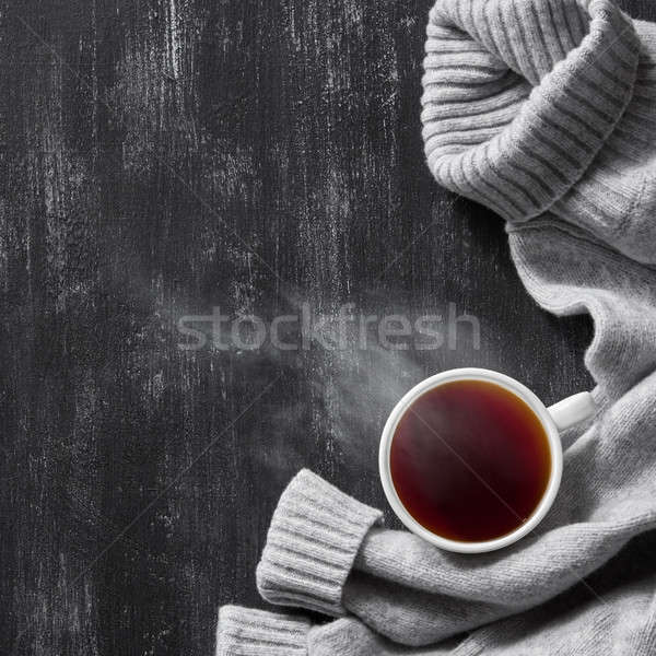 Gris confortable tricoté chandail tasse café Photo stock © artjazz