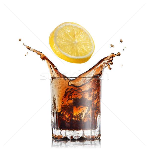 Csobbanás kóla üveg citrom izolált fehér Stock fotó © artjazz