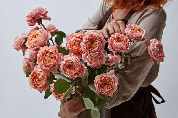 Fille vase bouquet roses parfumé Photo stock © artjazz
