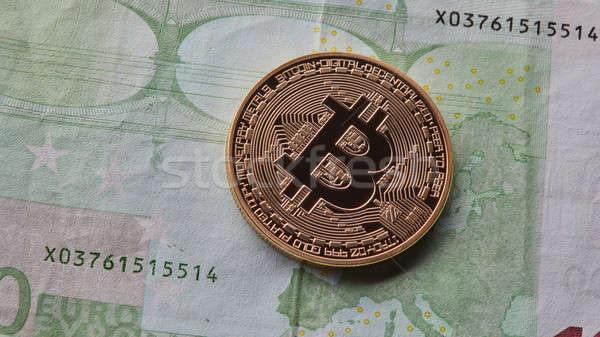 Egy arany érme bitcoin Euro nyereség kereskedés Stock fotó © artjazz