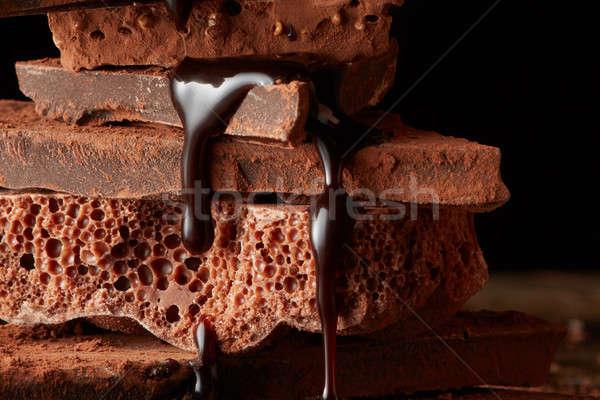 Foto d'archivio: Rotto · pezzi · sciroppo · di · cioccolato · cioccolato · fondente · cioccolato