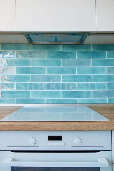 Moderno utensílios de cozinha branco cozinha marrom topo Foto stock © artjazz
