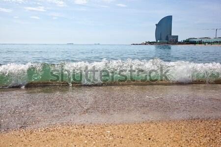 Kilátás tengerpart Barcelona Spanyolország egy népszerű Stock fotó © artjazz