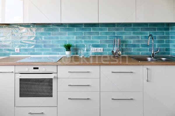 Nieuwe moderne keuken interieur witte keuken moderne stijl Stockfoto © artjazz