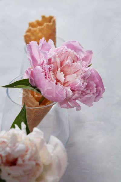 Bella cialda cono vetro rosa grigio Foto d'archivio © artjazz