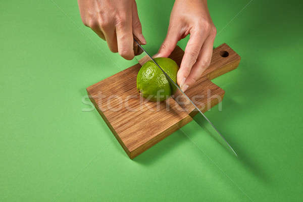 Manos corte naturales verde maduro cal Foto stock © artjazz