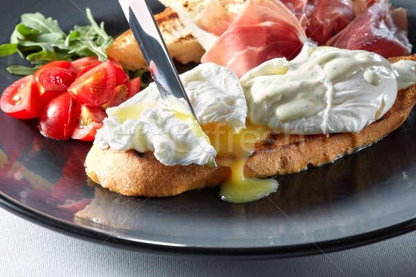 Uova tostato prosciutto salsa coltello pane Foto d'archivio © artjazz