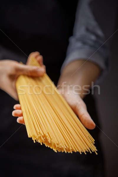 Primo piano mani spaghetti buio Foto d'archivio © artjazz