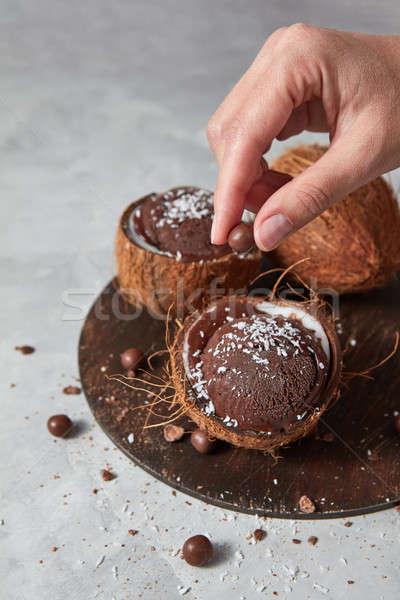 Vrouw eigengemaakt chocolade ijs kokosnoot bruin Stockfoto © artjazz
