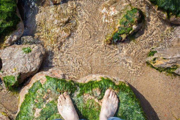 Stóp wody skał stóp plaży chłopców Zdjęcia stock © artjazz