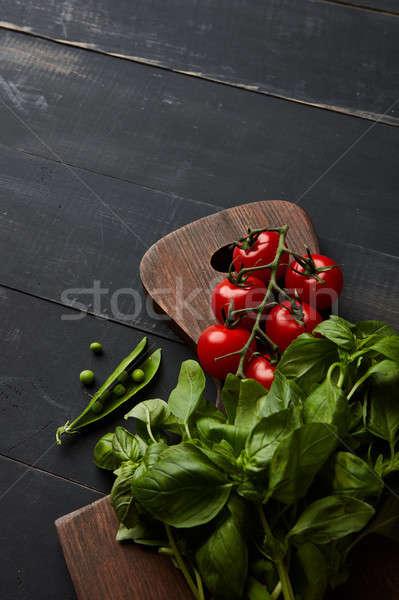 Friss zöldségek paradicsomok bazsalikom zöld zöldborsó fa deszka Stock fotó © artjazz