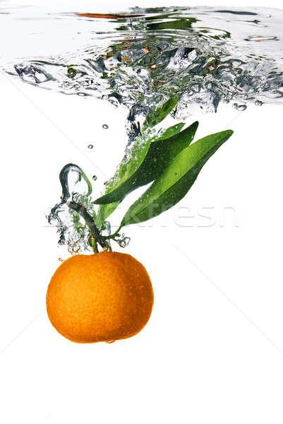 Splash pomarańczowy wody pęcherzyki powietrza liści Zdjęcia stock © artjazz