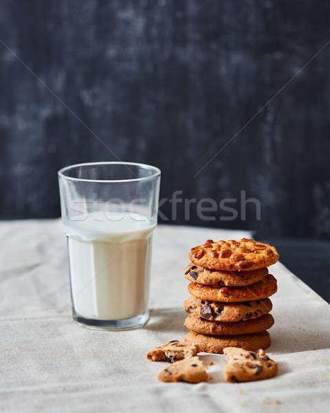 Fatto in casa arachidi cookies cioccolato babbo natale vetro Foto d'archivio © artjazz