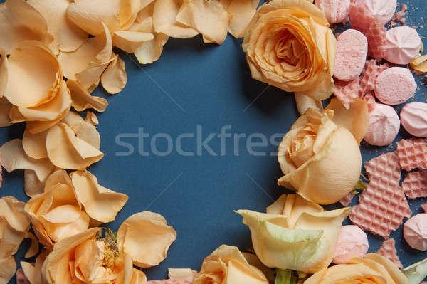 Stockfoto: Hart · rozenblaadjes · voedsel · liefde · verjaardag · achtergrond