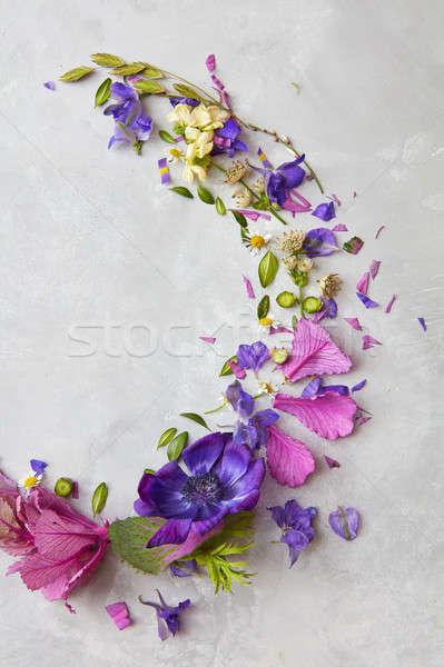 çiçekler gri kullanılmış hediye sunmak sevgililer günü Stok fotoğraf © artjazz