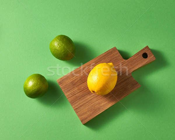 Olgun parlak yeşil bir sarı limon Stok fotoğraf © artjazz
