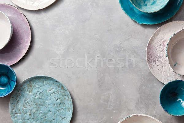 Kleurrijk ingericht porselein kommen platen grijs Stockfoto © artjazz
