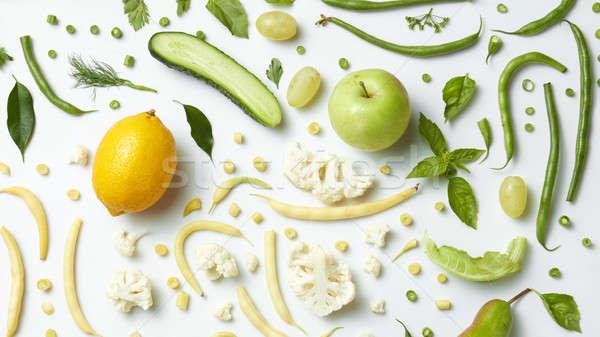 Fraîches organique vert légumes fruits salade Photo stock © artjazz