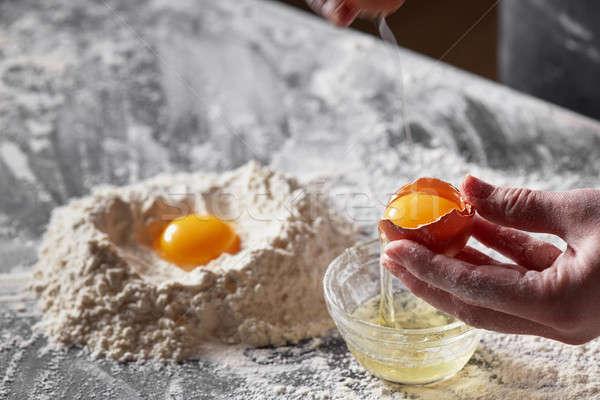 Kezek kagyló tojássárgája konyhaasztal liszt előkészítés Stock fotó © artjazz