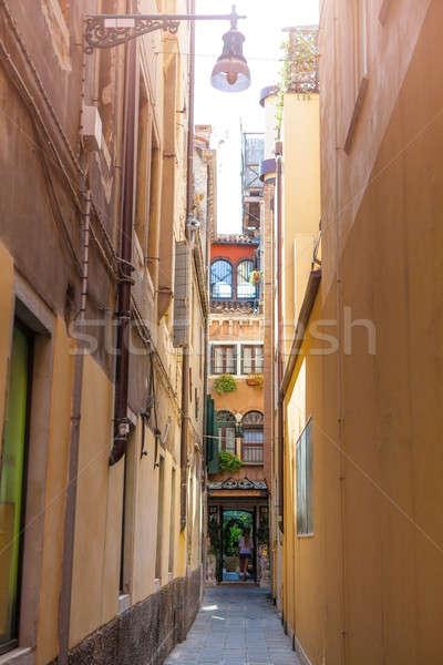 Keskeny utcák Velence öreg utca Olaszország Stock fotó © artjazz