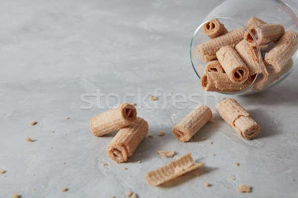 Közelkép kilátás üveg ostya krémes tekercsek Stock fotó © artjazz