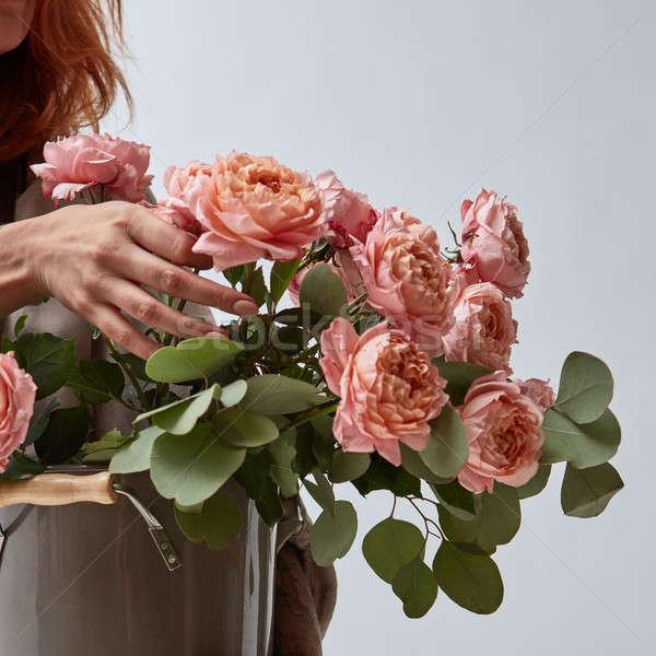 Nina jarrón ramo rosas primer plano Foto stock © artjazz