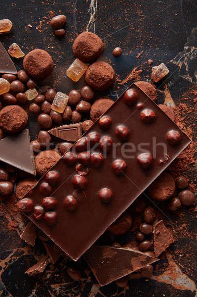 Assortiment délicieux chocolat bonbons sombre Photo stock © artjazz