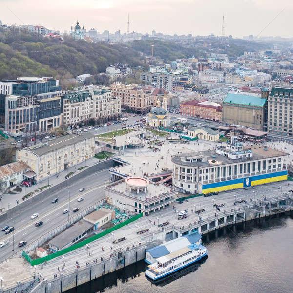 Rivier haven vierkante kerk toeristische boten Stockfoto © artjazz