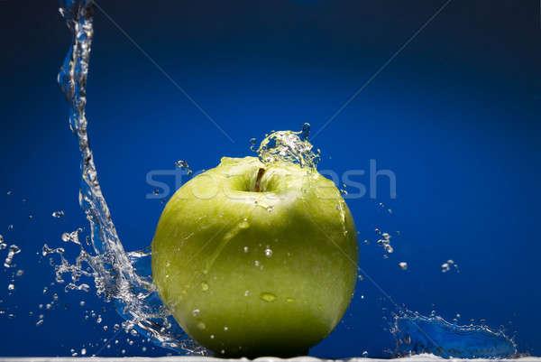 Zöld alma csobbanás kék víz nyár Stock fotó © artjazz