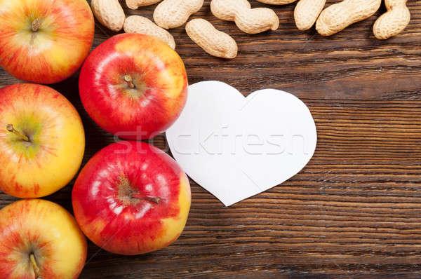 Piros almák földimogyoró érett fából készült felső Stock fotó © Artspace