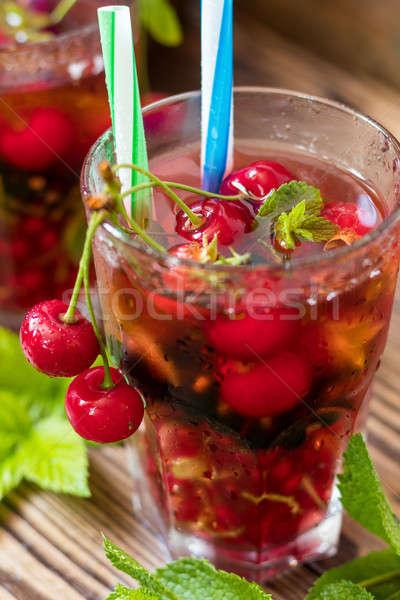 Bebidas frutas frescas óculos beber decorado Foto stock © artsvitlyna