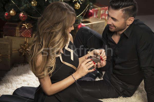 ストックフォト: 幸せ · 若者 · 与える · その他 · 贈り物 · クリスマスツリー