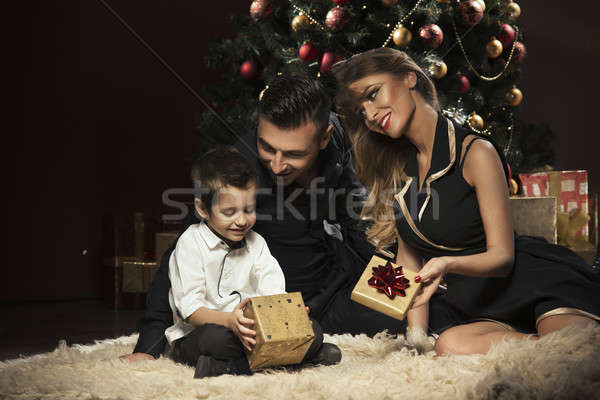 ストックフォト: 幸せな家族 · クリスマスツリー · ツリー · 笑顔 · ホーム · カップル