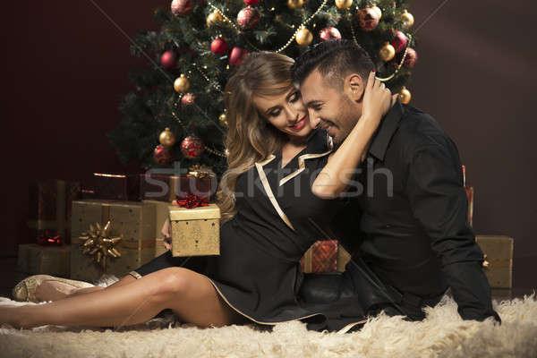 幸せ 若者 与える その他 贈り物 クリスマスツリー ストックフォト © arturkurjan