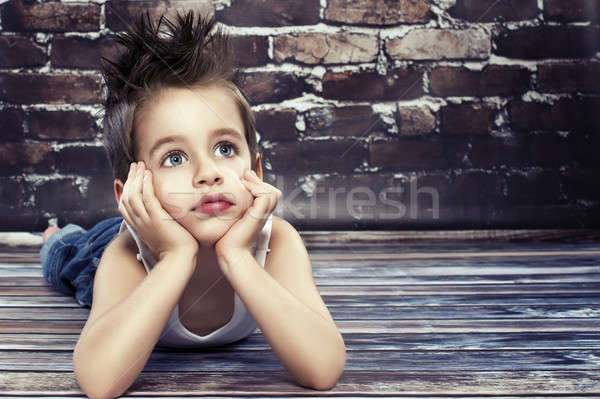 Сток-фото: небольшой · мальчика · мышления · счастливым · моде · фон