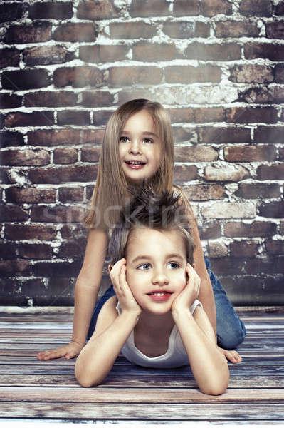 Deux heureux enfants studio famille bébé Photo stock © arturkurjan