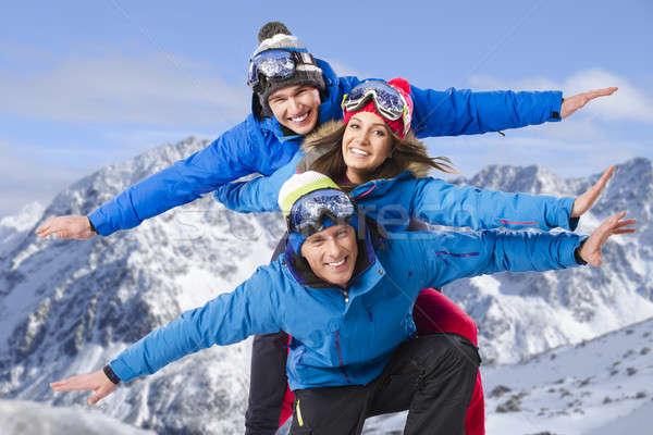 ストックフォト: グループ · 友達 · 空 · 女性 · 雪