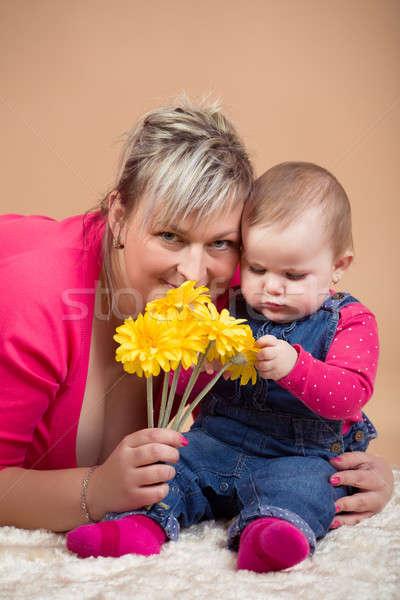 Csecsemő baba anya sárga virágok első év Stock fotó © artush