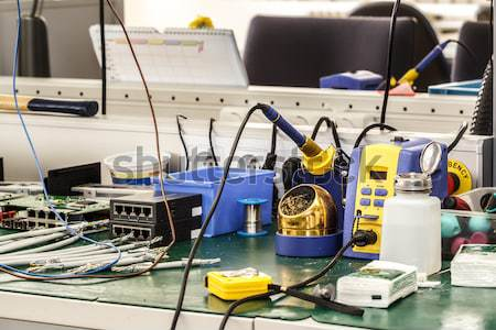Elektronik Ausrüstung Arbeitsplatz notwendig Werkzeuge Bau Stock foto © artush