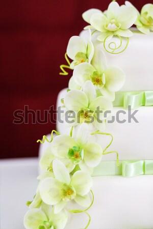 Esküvői torta részlet orchidea virágok zöld gyűrűk Stock fotó © artush