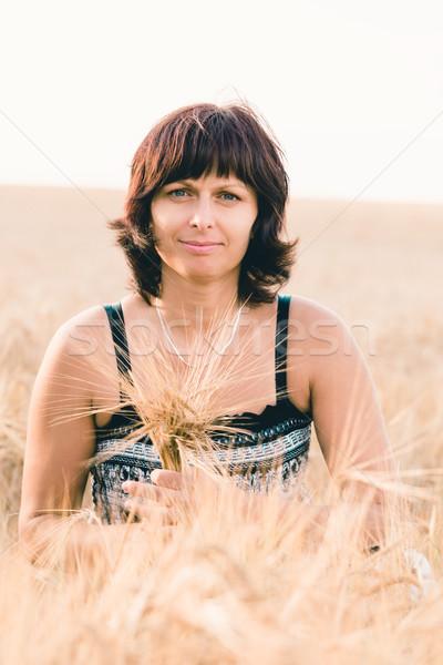 Beleza mulher cevada campo verão Foto stock © artush