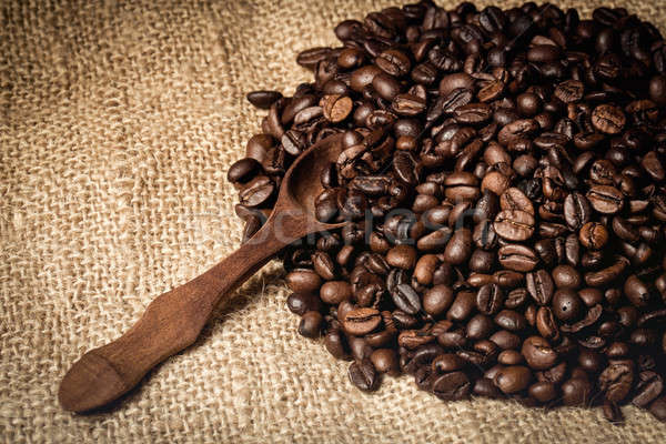 Fresco bio aromático grãos de café colher Foto stock © artush